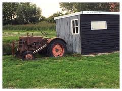 Rust en ziet, denk en geniet. (Rudike) Tags: rustroest oudroest rusty oldtractor wordsofwit tractor oudetractor noordbrabant dussen holland