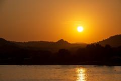 Sunset over the mountains. (isabel.benkert) Tags: sonnenuntergang sunset berge mountains wasser water spanien spain