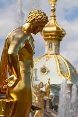 L'or ne fait pas le Bonheur (Aphélie) Tags: ле́тний петербу́рг petersburg petersbourg saint peterhof петергоф gold or statue