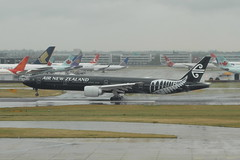 ZK-OKQ Boeing 777-300ER Air New Zealand (eigjb) Tags: london heathrow airport egll lhr jet airliner plane spotting transport aviation aircraft airplane aeroplane 2019 zkokq boeing 777300er air new zealand b777 777 all balcks livery special colours landing 27l