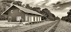 Railway station at Linden Ave. in Miamisburg, OH (Randy Durrum) Tags: station railway tracks railroad sepia leading lines receding vanishing point durrum samsung s9 plus galaxy