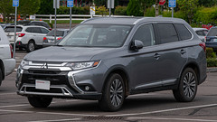 2019 Mitsubishi Outlander (mlokren) Tags: 2019 car spotting photo photography photos pic picture pics pictures pacific northwest pnw pacnw oregon usa vehicle vehicles vehicular automobile automobiles automotive transportation outdoor outdoors cuv crossover suv mitsubishi outlander gray
