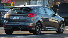 2015 Ford Focus ST (mlokren) Tags: 2019 car spotting photo photography photos pic picture pics pictures pacific northwest pnw pacnw oregon usa vehicle vehicles vehicular automobile automobiles automotive transportation outdoor outdoors motorcraft fomoco 2015 ford motor company focus st hatch hatchback gray