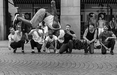 coming down is the hardest thing (rainerralph) Tags: schwarzweiss akrobatik dance strasenfotografie tanz fe1855 streetphotography sony salto breakdance a7r3 blackwhite