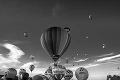 Bubbles in the Sky (Black&Light Streetphotographie) Tags: mono monochrome urban himmel sky ballons sony sonya7rii blackwhite schwarzweiss tiefenschärfe wow dof depthoffield fullframe vollformat