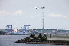 TOKYO BAY AREA - 2019 (Jussi Salmiakkinen (JUNJI SUDA)) Tags: keihinjima ota tokyo japan 京浜島 大田区 東京 tokio seaside sea bay boat cityscape july kesä heinäkuu cityview sky cloud kaupunki airport park haneda hanedaairport summer jet aircraft airplane landing