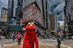 Meeting with Elmo (mysterious-man) Tags: street und situationen | reisen new york manhattan elmo