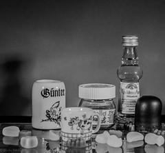 Little things. (Günter Hentschel) Tags: sw bw schwarzweis blackwhite kleinigkeiten minis klein verrücktebilder verrückt dieanderenbilder lebensmittel lecker leckerchen unbezahltewerbung hentschel flickr 2019 8 august august2019 deutschland germany germania alemania allemagne europa nrw nikon nikond5500 d5500