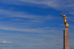 Gëlle Fra (Gwenaël Piaser) Tags: aout august 2019 august2019 sky cloud nuages ciel clouds gëllefra gëlle fra monumentdusouvenir luxembourg luxemburg luxemburgo lussemburgo lëtzebuerg unlimitedphotos gwenaelpiaser canon eos 6d canoneos eos6d canoneos6d fullframe 24x36 reflex rawtherapee 85mm 85mmf18 canonef85mmf18usm ef85mmf18usm ef85mm usm ef85mmusm canonef85mm118usm prime femmedorée monumentofremembrance monument remembrance goldenlady 1000