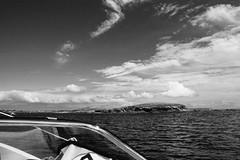 Des aventuriers de la petite mer du Sud, Morbihan, Bzh (.urbanman.) Tags: bzh breizh bretagne morbihan golfe golfedumorbihan noir mer ile iledénudée ciel nuages voile voilenuageux