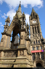 Town Hall & Albert Memorial, Manchester, UK (JH_1982) Tags: town hall townhall clock tower albert square rathaus ayuntamiento hôtel ville 曼徹斯特市政廳 манчестерская ратуша victorian neogothic historic historisch architecture architektur landmark building memorial statue monument manchester mánchester 曼彻斯特 マンチェスター 맨체스터 манчестер england inglaterra angleterre inghilterra uk united kingdom vereinigtes königreich reino unido royaumeuni regno unito 英国 イギリス 영국 великобритания
