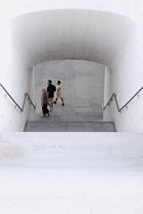 LVM: Desde arriba (AriCatalán) Tags: above arriba white blanco stairs three gente tres escaleras lvm jackierueda juegolvm