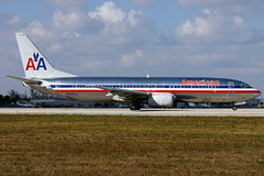 n926an b738 kmia (Terry Wade Aviation Photography) Tags: b738 kmia aal