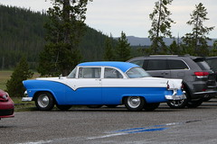 Oldtimer (ivlys) Tags: usa montana yellowstone nationalpark auto car oldtimer weis white blau blue ford 1955 ivlys
