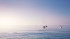 Menton plage bateau (Thaurin Geoffrey Photographie) Tags: france menton plage bateaux boards ciel sky cloud nuage water eau beach mer minimaliste sony me amateur a7ii