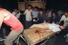 1989年6月3日夜晚至6月4日凌晨,解放軍開槍鎮壓八九民運,不少市民、學生中槍身亡。(法新社) (Willy Lo) Tags: 2000 1989 80s asia events com casualty woman student riot demonstration politics horizontal beijing china