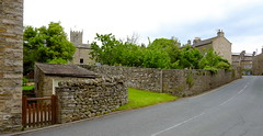 Welcome to Askrigg Yorkshire (Adam Swaine) Tags: yorkshire northyorkshire rural ruralvillages village villages walls broads broadbritain broadsuk england english englishvillages britain british uk ukvillages 2019 cottage cottages villagecottage englishcottage counties northeast aonb yorkshiredales dales