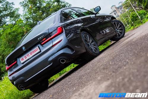 2019-BMW-3-Series-32