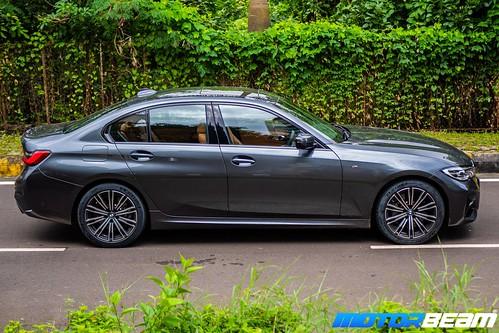 2019-BMW-3-Series-24