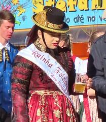 Rainha do Festival Internacional do Folclore 2019 (Jakza) Tags: pessoas trajestípicos desfile chopp mulher