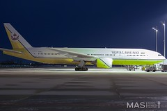 Royal Brunei Airlines B777-200ER V8-BLA @ MUC (MASAviation) Tags: aviation avgeek avion aviator aviationpic aviationphotography avporn aviationdaily spotter spotting munich münchen muc munichairport mucairport mucmoments