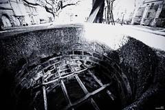 La ferronnerie du puits (Un jour en France) Tags: puits ferronnerie canoneos6dmarkii canonef1635mmf28liiusm noiretblancfrance noiretblanc monochrome village