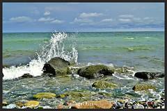Ostsee Feeling (tingel79) Tags: ostsee baltic splash water wasser strand stein stones rocks felsen sky himmel wolken cloud hdr germany inselrügen outdoor landscape landschaft natur nature sonya6500 photograph photographie photography foto art welle