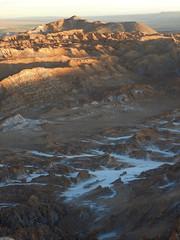 Sun setting on the Valle de la Luna y Muerte (Ruby 2417) Tags: landscape scenery desert mountain mountains salt calcium mineral chile atacama sunset alpenglow evening light sunlight overlook