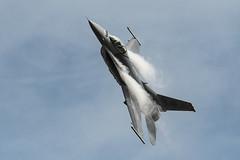 USAF F-16CM pulls vapour from the air in a high G turn (DrAnthony88) Tags: f16cmfightingfalcon96080480fsbasedspangdahlemairbase modernmilitary raffairford riatairshow royalinternationalairtattoo unitedstatesairforce viperdemonstrationteam england gloucestershire uk nikond500 nikonnikkorafs500mmf56epfedvr vapour condensation makingitsownclouds