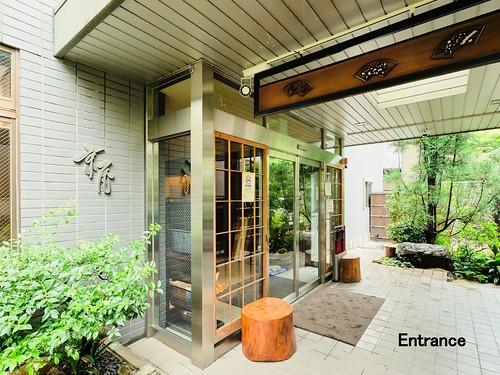 entrance4_2500x1873