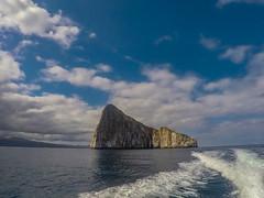 Bye Kicker rock (dcdc887) Tags: ecuador galápagos nature naturaleza paisajes landscape sea mar ocean océano sky cielo horizon isla island