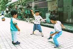 社區小孩日常 (奈勒斯 / LINUS) Tags: nikon f100 film filmcamera portrait kid child boy son children