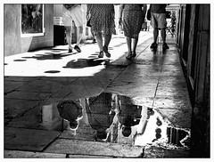 presque raccord (francis_bellin) Tags: streetphoto tradition fête espagne chaleur street blackandwhite bw monochrome noiretblanc feria olympus nb reflet rue reflets août bwphoto blackandwhitephoto 2019 photoderue flaquedeau streetphotographie netb photographederue feria2019 málaga andalousie
