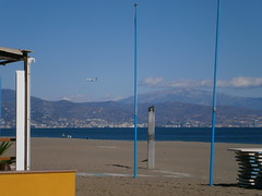 PB070058 (rugby#9) Tags: outdoor water sea mountain mountains andalucia spain costadelsol torremolinos bluesky plane aircraft airplane beach people sand landscape ryanair