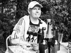 2019-06-09-210636_bw (Schmidtze) Tags: availablelight bestof berlinpankow blackandwhite einfarbig mensch olympusepl9 olympusm25mmf18 porträt schwarzweis berlin deutschland