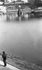 Lungadige (Paolo Levi) Tags: adige lungadige river fiume fp4 foma fdn 85mm analogue ae1program canon ilford italy verona