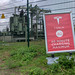 Tesla Info-board points to the maximum charging time of 40 minutes per e-vehicle