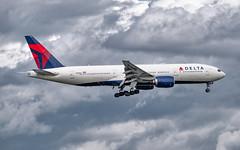 MSP N866DA (Moments In Flight) Tags: minneapolisstpaulinternationalairport msp kmsp mspairport aviation avgeek airliner airplane boeing deltaairlines delta n866da 777 777232er b772 dal170 icnmsp rksikmsp cloudporn