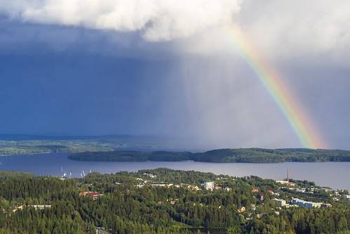 Sateenkaari Puijon tornista nähtynä