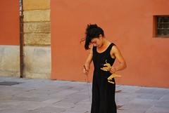E c'è in Andalusia un fiume che mi tocca il cuore, e c'è in Andalusia un cielo che è l'aria mia ( Notre Dame de Paris) (rossolev) Tags: spagna espana granada andalusia street streets fotodistrada portrait ritratto ritratti salvininonsacosadice dimaiotaceahahah donna burattini bellezza trip nikon luglio caldo top espa españaenelcorazón