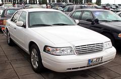 Crown Victoria (Schwanzus_Longus) Tags: bremen german germany us usa america american modern car vehicle sedan saloon ford crown victoria