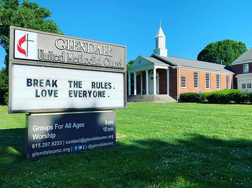 Break the rules. Love everyone.  | Glendale United Methodist Church - Nashville Sign