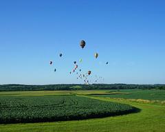 Early morning flight (Francoise100) Tags: geotagged flug vol flight champs horizon horizont maïs montgolfière balloons corn fields felder ia iowa country countryside sky colors himmel ciel