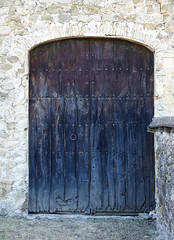 PORTA CASTELL DE SEGUERÓ (Joan Biarnés) Tags: castelldesegueró bauda segueró garrotxa porta puerta detall detalle 334 sonyrx100m3