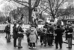 DSC_7328_epgs (Eric.Parker) Tags: april 19 easter 2019 goodfriday procession littleitaly stfrancis assisi church stfrancisofassisi college street jesus christ stationsofthecross christian christianity brassband toronto palm bw