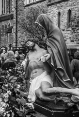 DSC_7323_epgs (Eric.Parker) Tags: april 19 easter 2019 goodfriday procession littleitaly stfrancis assisi church stfrancisofassisi college street jesus christ stationsofthecross christian christianity brassband toronto palm bw