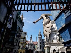 Dragon atop Gringotts Bank in Diagon Alley - Universal Orlando_20190723_112843 (Wampa-One) Tags: thewizardingworldofharrypotter universalorlandoresort dragon diagonalley gringottsbank harrypotterandtheescapefromgringotts universalstudiosflorida