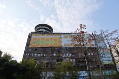IMG_0315 (Ethene Lin) Tags: 台中 千越大樓 大樓 白雲 木棉 藍天