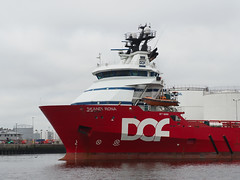 M2032387 E-M1ii 40mm iso200 f8 1_320s -0.3 (Mel Stephens) Tags: 20190803 201908 2019 q3 4x3 wide olympus mzuiko mft microfourthirds m43 40150mm omd em1ii ii mirrorless gps uk scotland aberdeen coast coastal transport boat ship