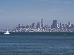 San Francisco skyline (Teelicht) Tags: california kalifornien nordamerika northamerica sanfrancisco segelboot usa unitedstatesofamerica vereinigtestaaten sailingboat skyline silhouette